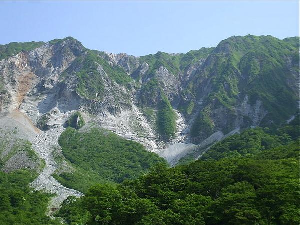800px-North_Wall_of_Mt._Daisenin.jpg